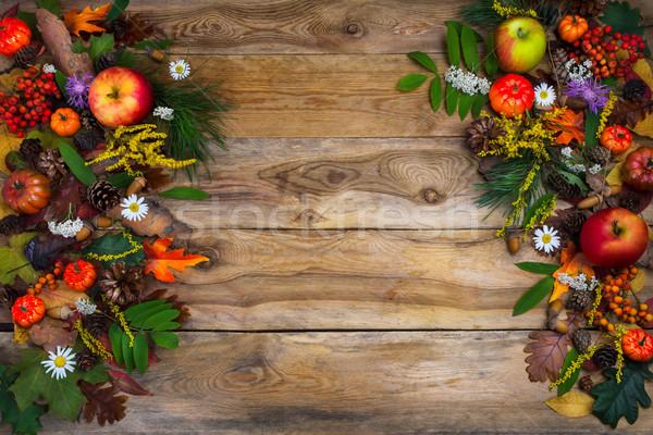 Dankzegging pompoen appels groene bladeren hout Stockfoto © TasiPas