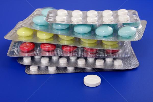 Tıbbi kalp tıp kırmızı ilaçlar beyaz Stok fotoğraf © Tatik22