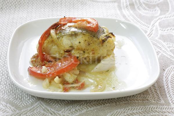 Balık domates soğan beyaz plaka gıda Stok fotoğraf © Tatik22