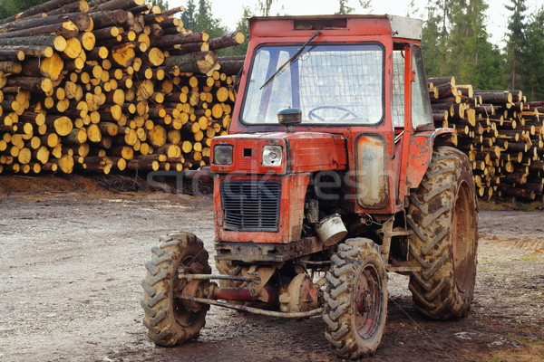 Foto stock: Edad · tractor · montana · carretera