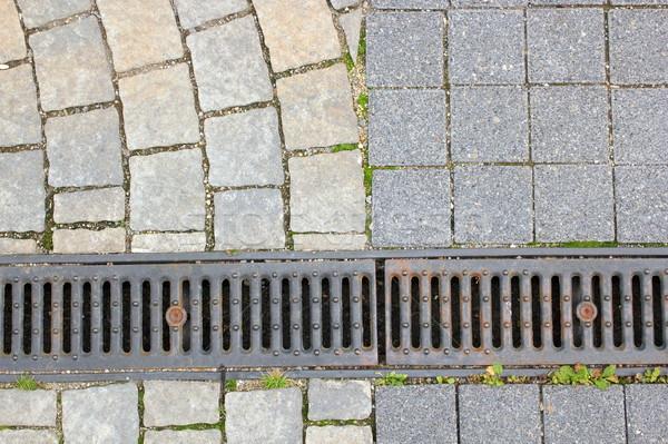 Drenażu kamień bruk pieszy miejskich ulicy Zdjęcia stock © taviphoto