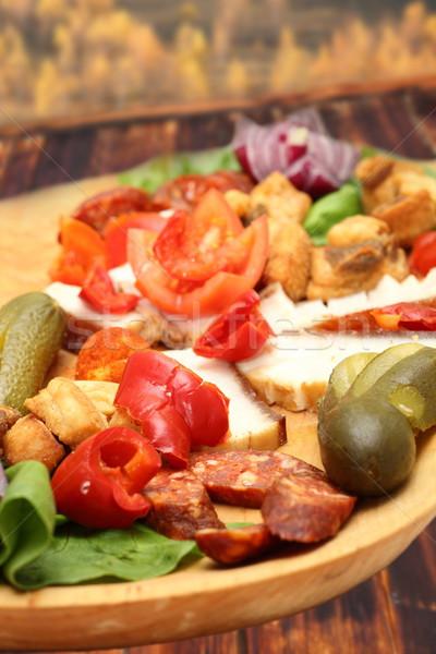 Román hagyományos tányér disznóhús kolbász zöldségek Stock fotó © taviphoto