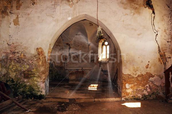 Stralen licht verlaten gothic kerk beschadigd Stockfoto © taviphoto