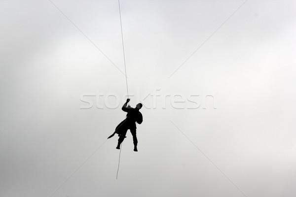 Homem cão escalada para baixo poder humanismo Foto stock © taviphoto