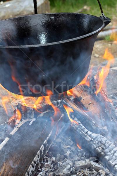 Grande calderone nero riscaldamento fiamme Foto d'archivio © taviphoto