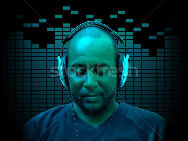 Homem ouvir música foto quarenta algo ano Foto stock © tdoes