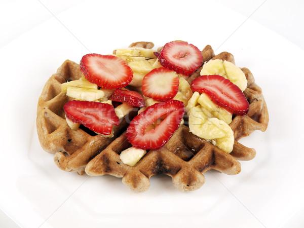 Waffle szeletek banán eprek fehér tányér Stock fotó © tdoes