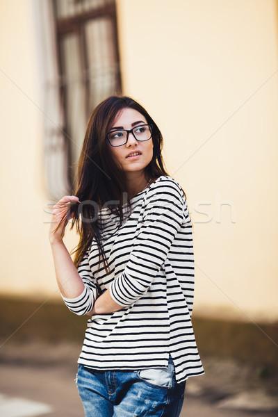 Belo modelo listrado suéter encantador cidade Foto stock © tekso