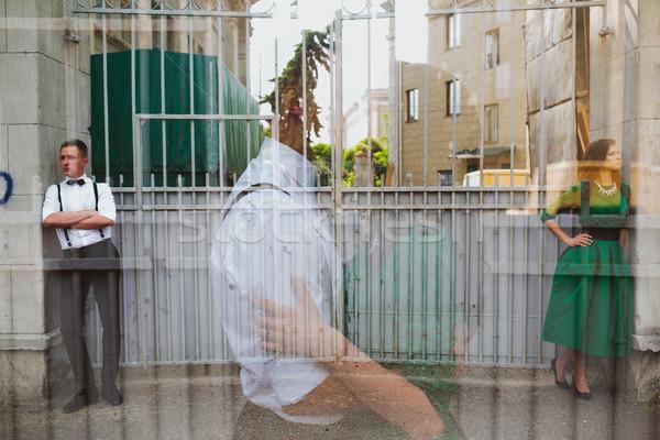 Europeo hermosa Pareja posando calle hombre Foto stock © tekso