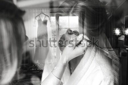 Mooi meisje praten telefoon glimlachend mooie jong meisje Stockfoto © tekso