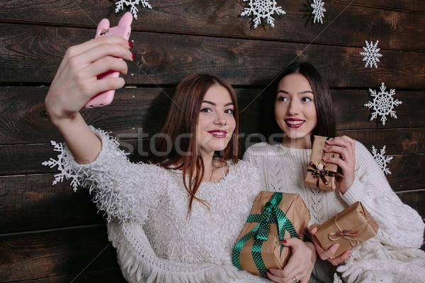 Kettő fiatal lányok gyártmány csinos vicces Stock fotó © tekso