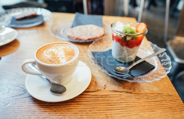 Cappuccino cuillère tasse dessert belle mousse Photo stock © tekso