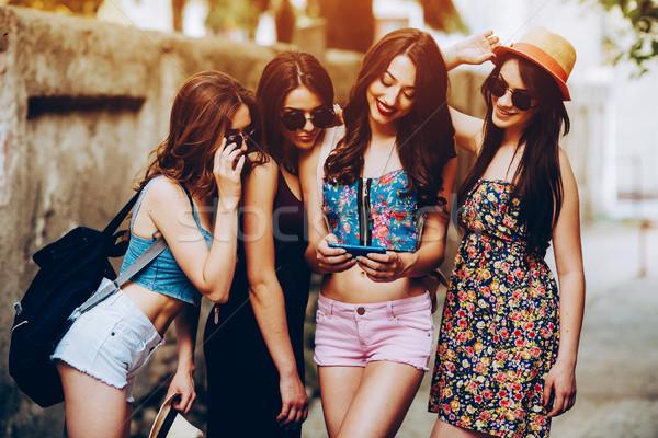 Piękna dziewcząt miasta cztery młodych ulicy Zdjęcia stock © tekso