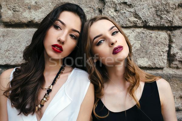 два молодые красивой девочек сидят старые Сток-фото © tekso