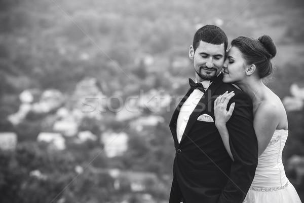 Bruiloft paar poseren camera vrouw hemel Stockfoto © tekso