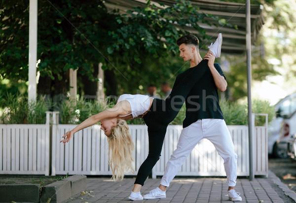 Foto stock: Homem · mulher · dança · parque · câmera · dançar