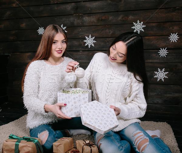 Due bella ragazze insieme regali bella Foto d'archivio © tekso