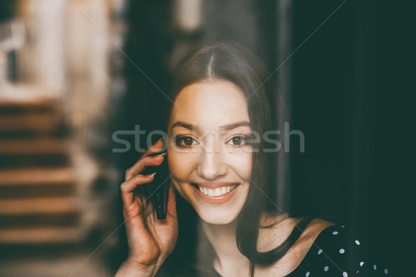 красивая девушка говорить телефон улыбаясь улыбается женщину Сток-фото © tekso