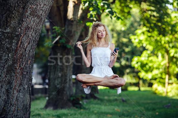 Kız doğa güzel kız müzik ağaç Stok fotoğraf © tekso