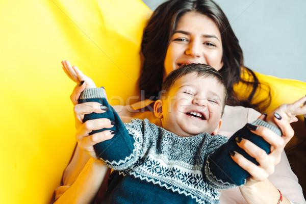 Mãe pequeno filho jogar casa amarelo Foto stock © tekso