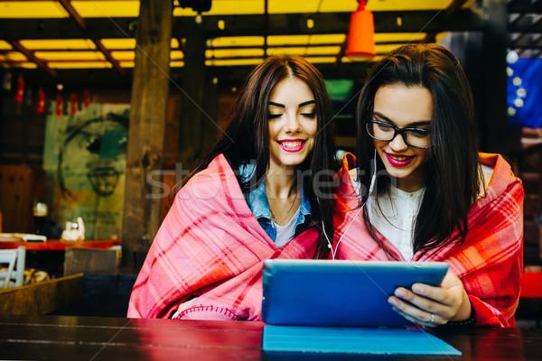 два тесные друзей смотрят что-то таблетка Сток-фото © tekso