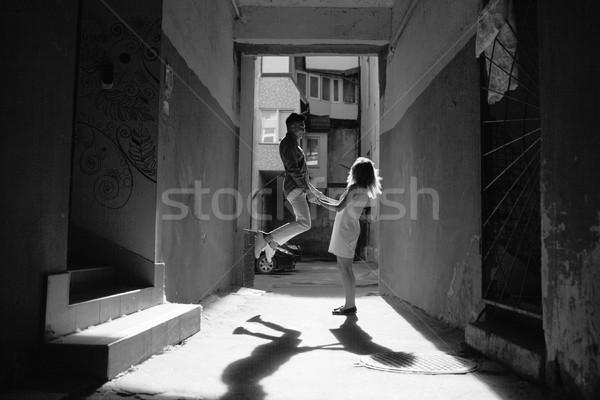 Pareja calle hombre mujer posando nina Foto stock © tekso