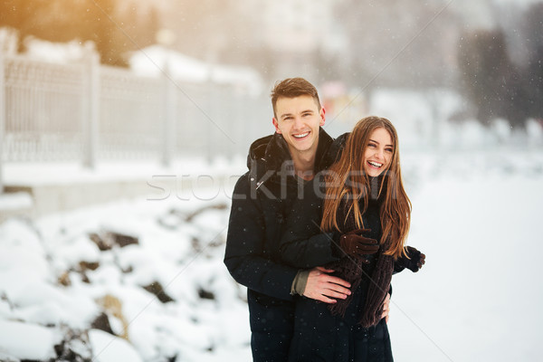 Casal posando parque inverno Foto stock © tekso