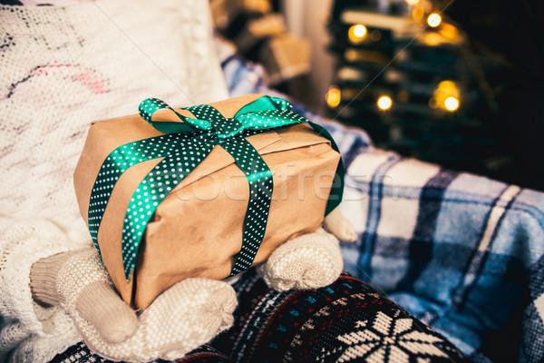 Kız harika bağbozumu hediye kar arka plan Stok fotoğraf © tekso