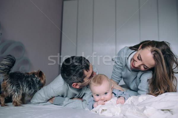 Família jogar cama quarto retrato feliz Foto stock © tekso