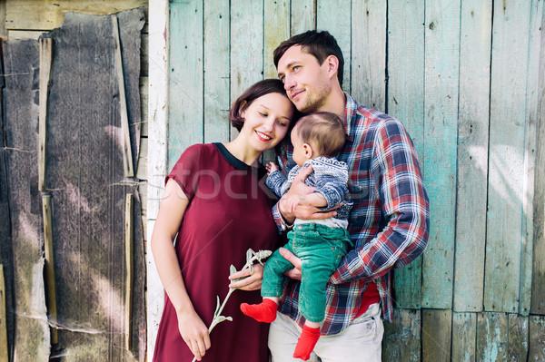 Jovem família criança natureza posando abandonado Foto stock © tekso