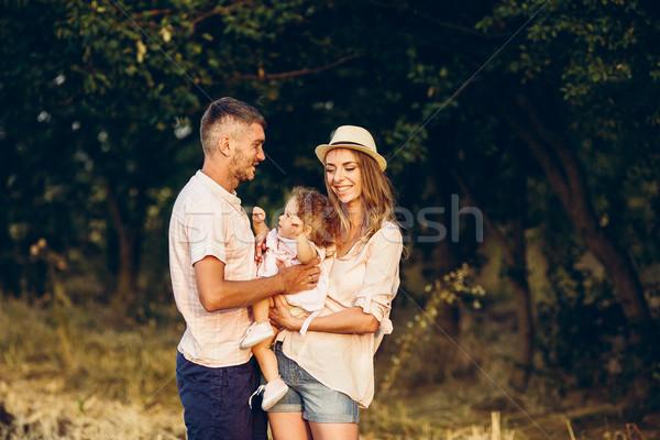отец матери дочь парка счастливая семья женщину Сток-фото © tekso