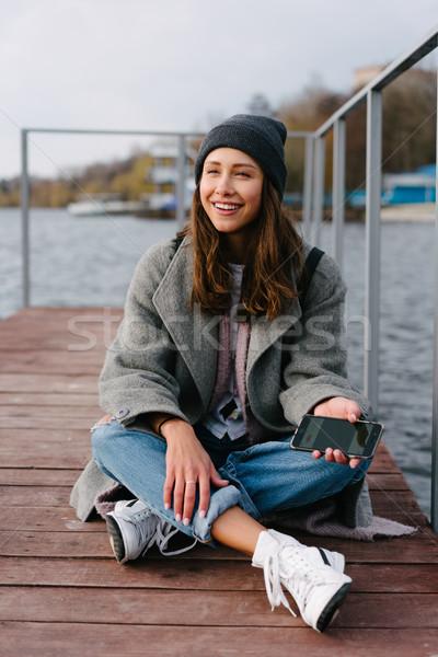 Stock fotó: Fiatal · csinos · lány · fából · készült · pad · öreg