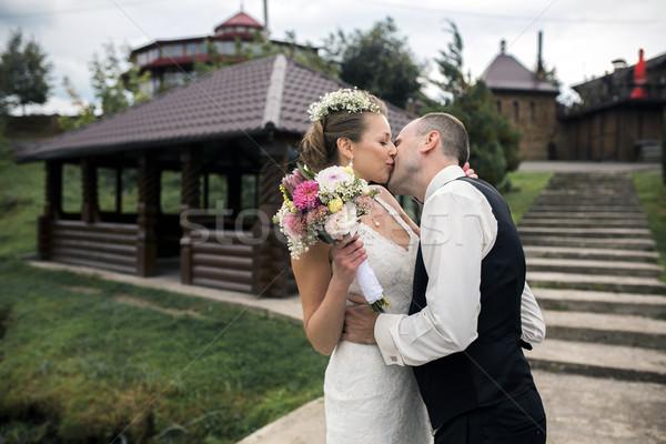 Házaspár gyönyörű csók lépcsősor család ház Stock fotó © tekso