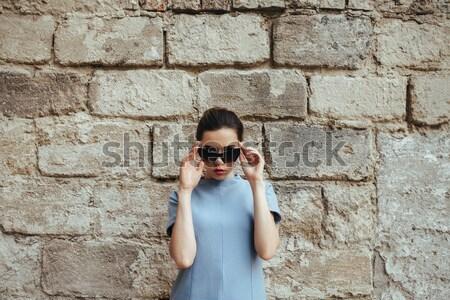 привлекательный моде женщину черное платье Солнцезащитные очки позируют Сток-фото © tekso