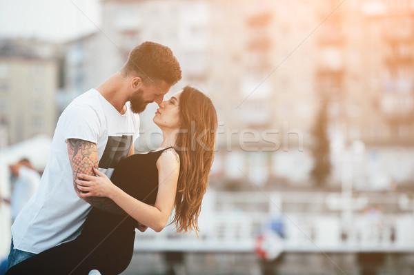Pareja besar fondo ciudad mujer manos Foto stock © tekso