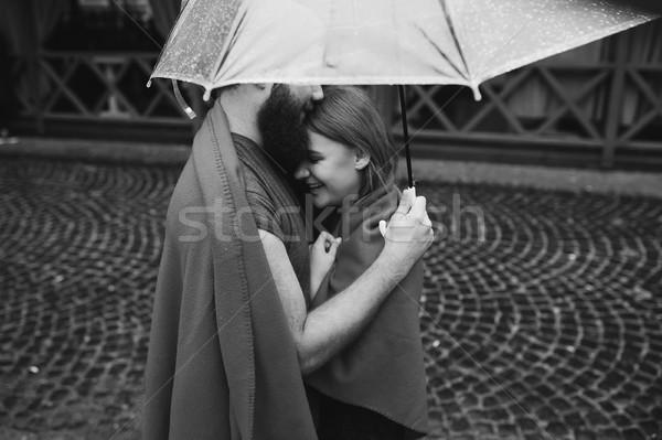 Adam kız şemsiye poz birlikte yağmur Stok fotoğraf © tekso