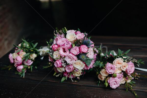 Güller ahşap bank çiçek düğün Stok fotoğraf © tekso