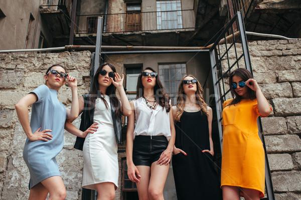 Сток-фото: пять · молодые · красивой · девочек · город · позируют