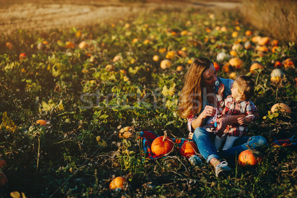 Anne kız alan halloween aile Stok fotoğraf © tekso