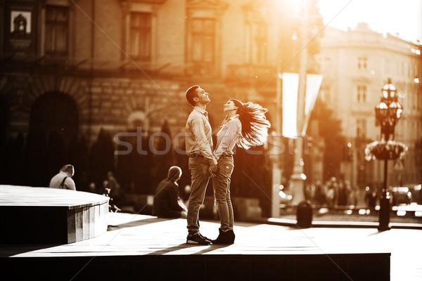 çift eğlence şehir adam kadın poz Stok fotoğraf © tekso