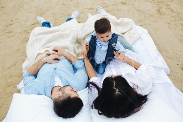 Familia feliz relajante junto colchón feliz jóvenes Foto stock © tekso
