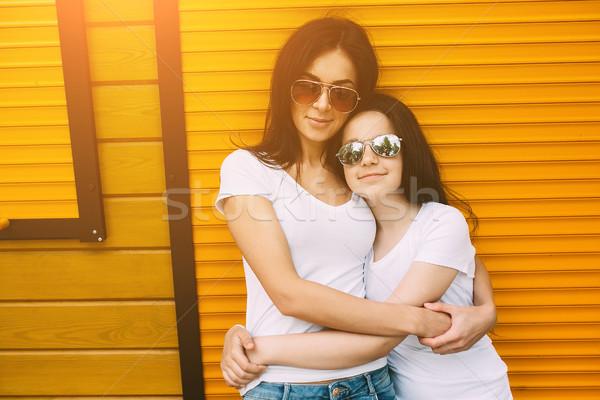 матери Cute дочь стены красивой молодые Сток-фото © tekso