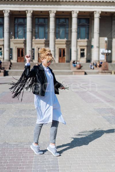 Belle souriant fille fashionista rue Photo stock © tekso
