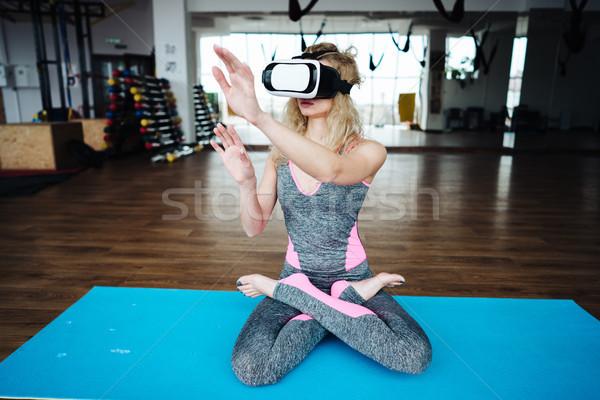 Femme yoga classe casque jeunes mince Photo stock © tekso