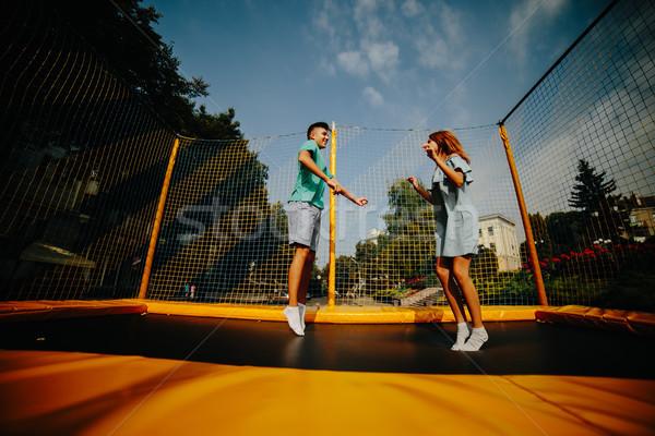 Paar springen trampoline park gelukkig Stockfoto © tekso