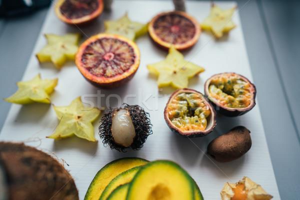Egzotikus gyümölcs gyümölcsök tálca fény piros Stock fotó © tekso