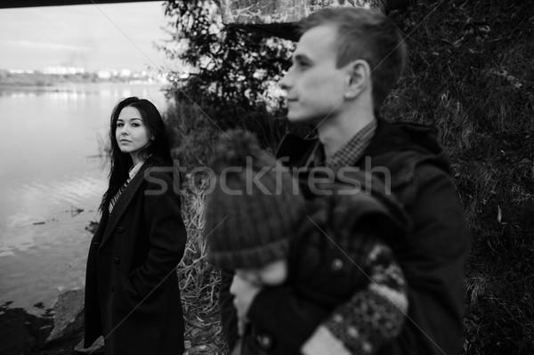 Genç aile oğul yürümek göl kıyı Stok fotoğraf © tekso