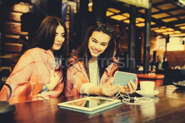 2 近い 友達 カフェ 小さな ストックフォト © tekso