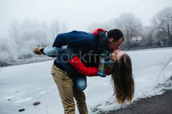 Jovem belo casal árvore mão Foto stock © tekso