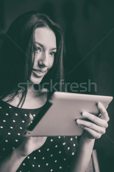 Hermosa niña de trabajo tableta sonriendo nano teléfono Foto stock © tekso